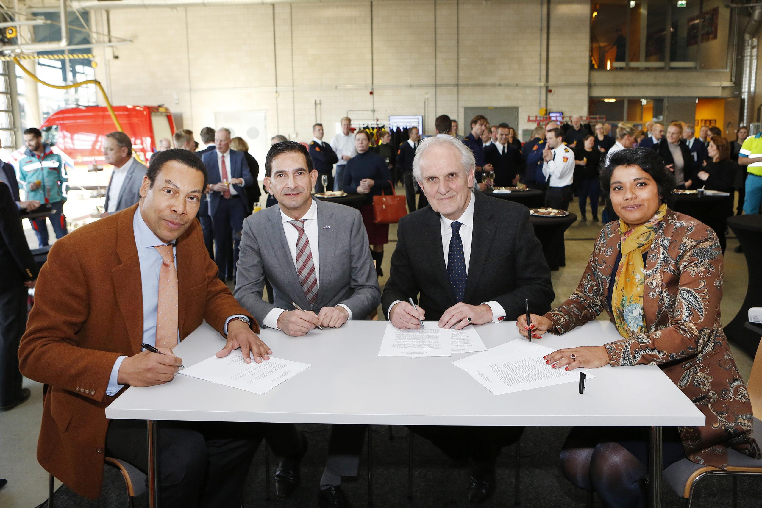 Samenwerking veiligheidsregio's Gooi en Vechtstreek en Flevoland en beide GGD'en bekrachtigd